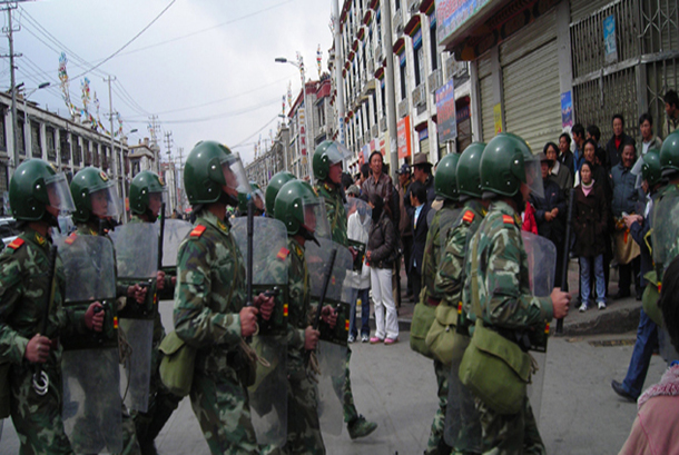 chinese-military-in-lhasa-tibet-3-14-2008