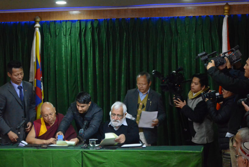 Signing the Memorandum of Understanding between LTWA and Central University of Himachal Pradesh in Dharamshala, India, on January 17, 2018. Photo: TPI/Yeshe Choesang