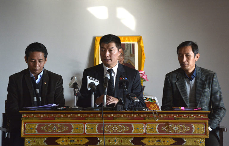 CTA President Dr Lobsang Sangay instructin Tibetans to complete online registration of RC at the press conference on 7 January 2018. Photo: TPI/Chonyi Sangpo