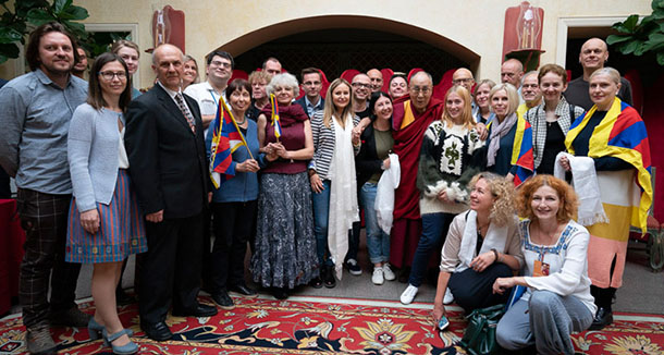 His Holiness the Dalai Lama joining members of the Lithuanian Parliamentary Group for Tibet and Tibet supporters for a group photo in Vilnius, Lithuania on June 14, 2018. Photo: Tenzin Choejor