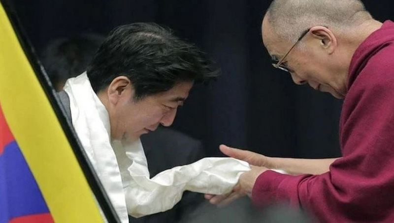 His Holiness the Dalai Lama prays for Japan PM Shinzo Abe's recovery, praises his leadership. Photo: File/OHHDL