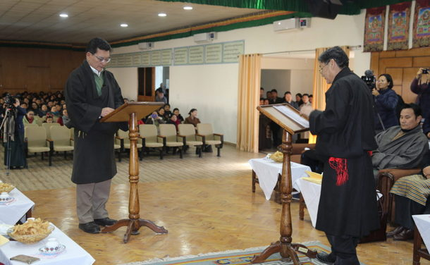 The oath-taking ceremony of new Justice Commissioner Tenzin Lungtok at a swearing-in ceremony held at Sikyong auditorium, the Central Tibetan Secretariat, Dharamshala, India, January 10, 2020. Photo: CTA/DIIR