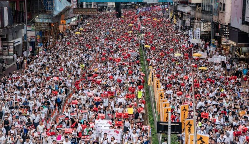 Thousands of protesters march on a street during a rally against a controversial extradition law proposal on June 9, 2019 in Hong Kong. Photo: (Anthony Kwan/Getty Images