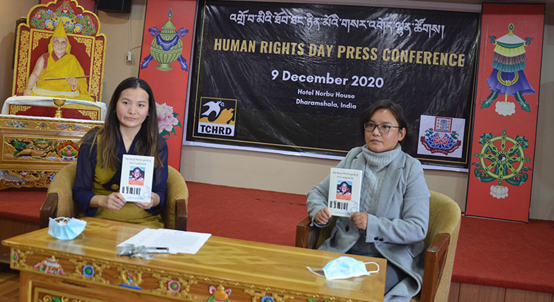 Tsering Tsomo and Tenzin Dawa, at press conference for the release of the Tibetan translated reports of the missing 11th Panchen Lama, in Norbu house, Mcleoganj, Dharamshala, on December 9, 2020.  Photo: TPI/Yangchen Dolma