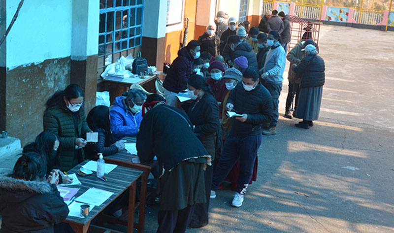Tibetans participating in 2021 preliminary election in Dharamshala, on January 3, 2021. Photo: TPI/ Yangchen Dolma