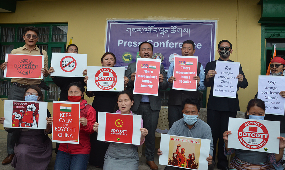 "Representatives of the leading Tibetan NGOs raised banners with slogans as such ""We strongly condemn China's aggression on Indian territory"" and ""Tibet's Independence, India's Security,"" in Dharamshala, india, on June 18, 2020. Photo: TPI/Yangchen Dolma"
